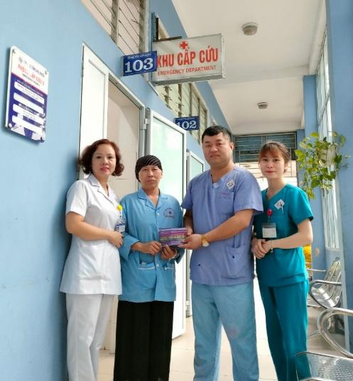Hành động đẹp của một nhân viên y tế