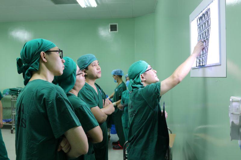 BỆNH VIỆN TRUNG ƯƠNG THÁI NGUYÊN: Lần đầu tiên nội soi khớp cổ chân bệnh lý hiếm gặp