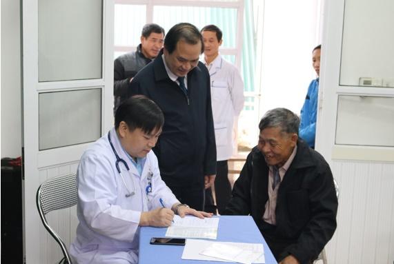 Tặng quà khám chữa bệnh nhân đạo và cấp phát thuốc miễn phí cho  320 hộ nghèo trước dịp Tết Nguyên đán Kỷ Hợi năm 2019