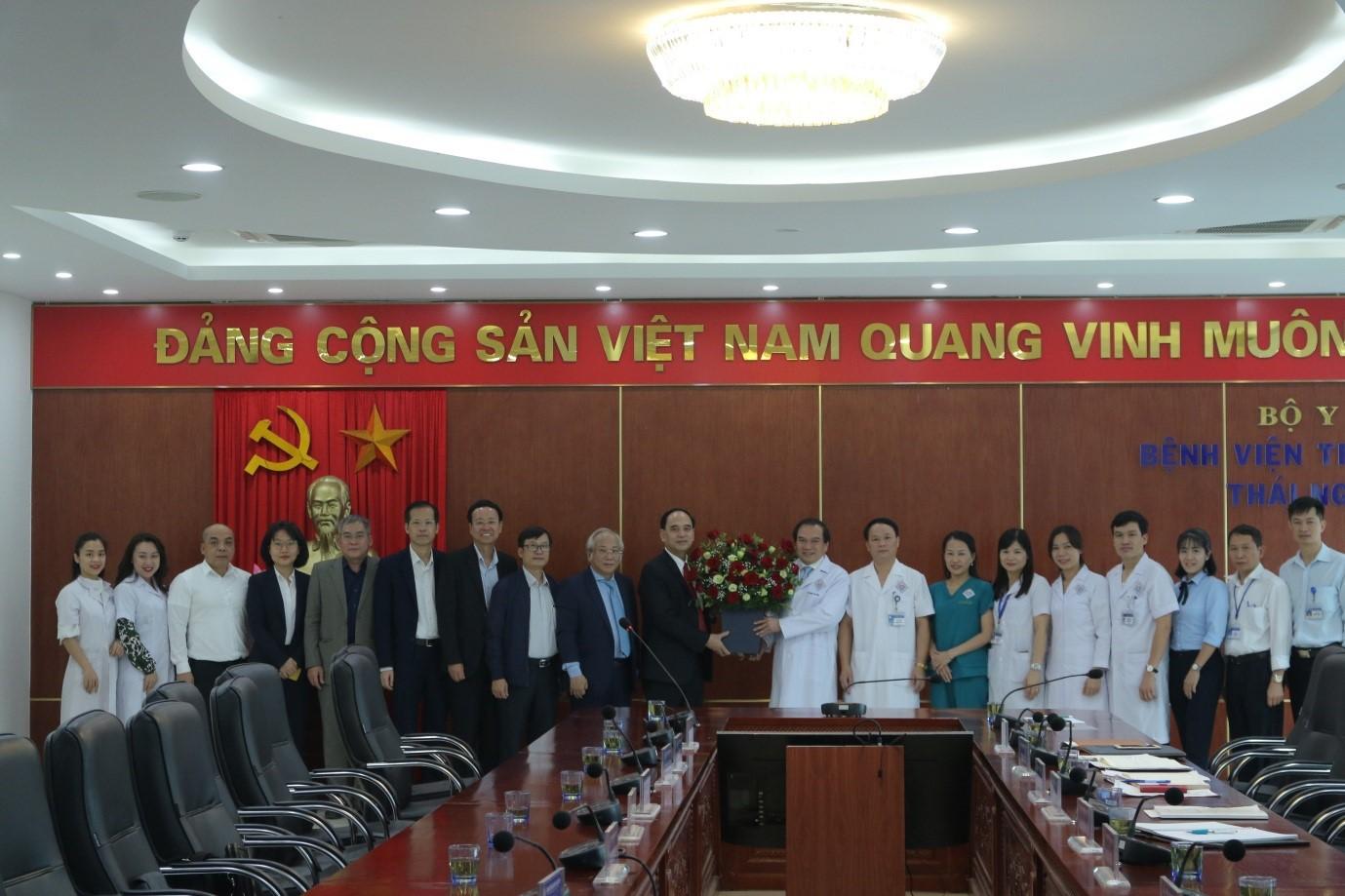 Đoàn công tác của Bộ Y tế thăm và làm việc tại Bệnh viện