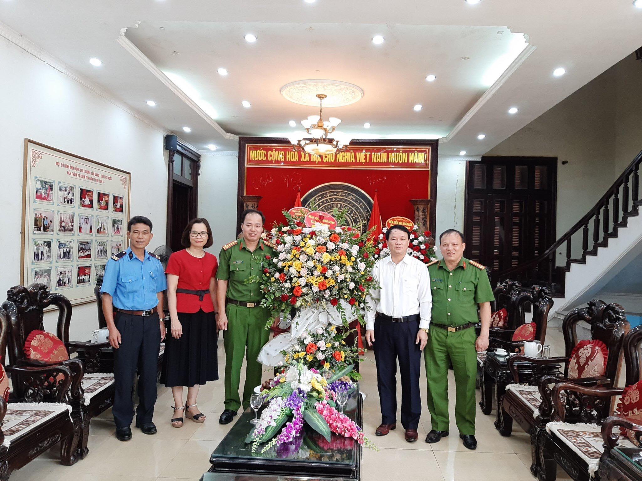 Chúc mừng 75 năm Ngày truyền thống Công an nhân dân Việt Nam